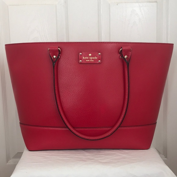 kate spade Handbags - Kate Spade extra large purse 🌹